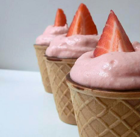 Chocup® with strawberry mousse