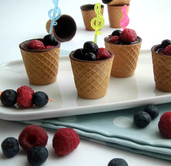 Eat and drink Chocup® with raspberries and  blueberries